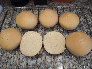 Pan casero con aceite y huevo
