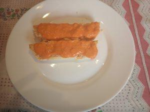Pastel de Merluza con salsa de piquillos al Microondas