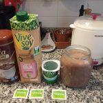 Yogur con chocolate a la taza en yogurtera