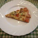 Pizza con salvado de avena, con pollo y queso de cabra