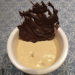 Mousse de turrón y chocolate de decoración
