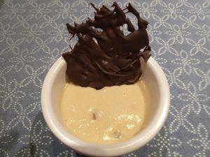 Mousse de turrón y chocolate de decoración