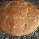 Pan casero crujiente por fuera y tierno por dentro