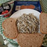 Tostas de tomate, Anguriñas y salmón ahumado