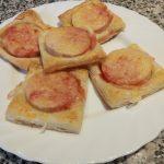 Hojaldres de pavo con sirope de fresa y queso
